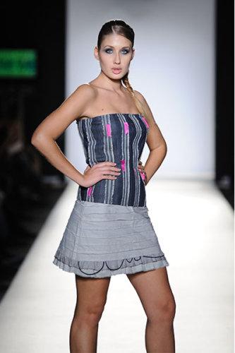 2010-Fashion-Week-_0008_021_3736